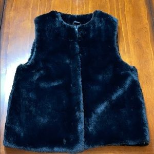 TOPSHOP NEW W/O TAG BLACK FAUX FUR VEST COLLARLESS